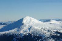 Полет на вертолете на выходные в горы - Фото